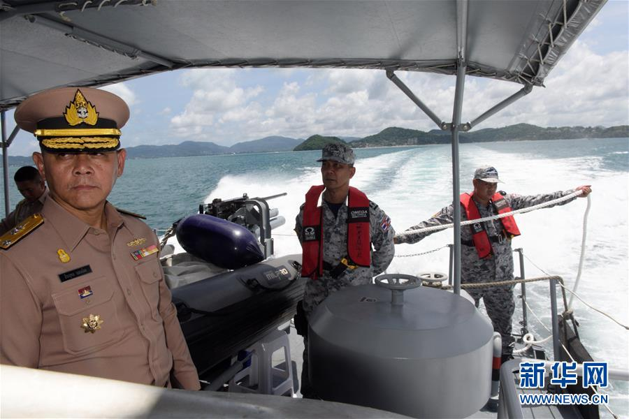 多方力量全力搜救普吉游船倾覆幸存者