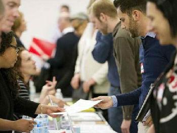 英媒:美6月就业数据凸显经济强劲 贸易战威胁增长前景