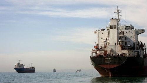 美媒称美伊冲突或扰乱中东石油供应 推动油价高企