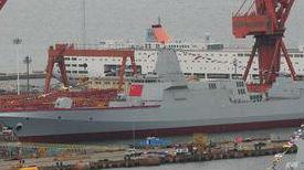 英媒:中国2艘055万吨驱逐舰下水 单舰配上百垂发单元