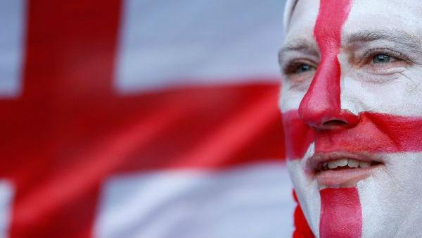 """英格兰球迷狂欢""""有点闹"""" 外媒:英国足球流氓是种疾病"""