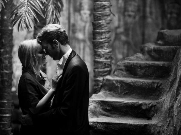 黑白爱情动漫人物墙绘