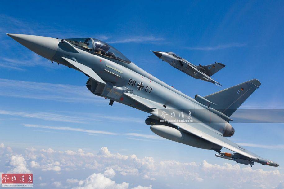 """德国空军""""台风""""战机与""""狂风""""攻击机合影资料图。"""