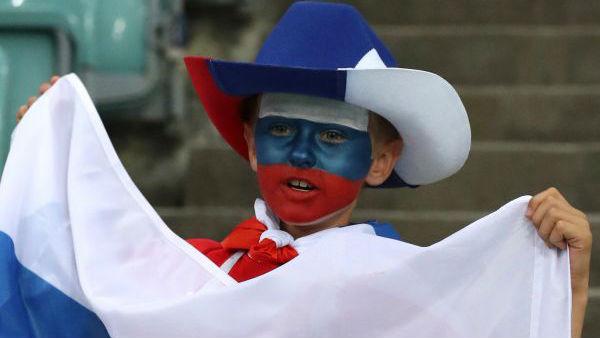 """从不被看好到跻身八强 世界杯赛唤醒俄罗斯""""血性男儿"""""""