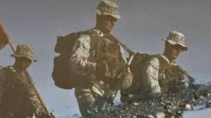 """从""""小甜甜""""到""""牛夫人""""!美军为何要将移民士兵扫地出门"""