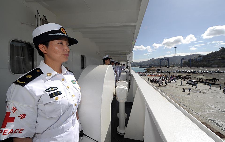 中国海军和平方舟医院船时隔4年再抵巴新