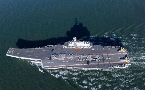"""图为中国海军""""辽宁""""号航母"""