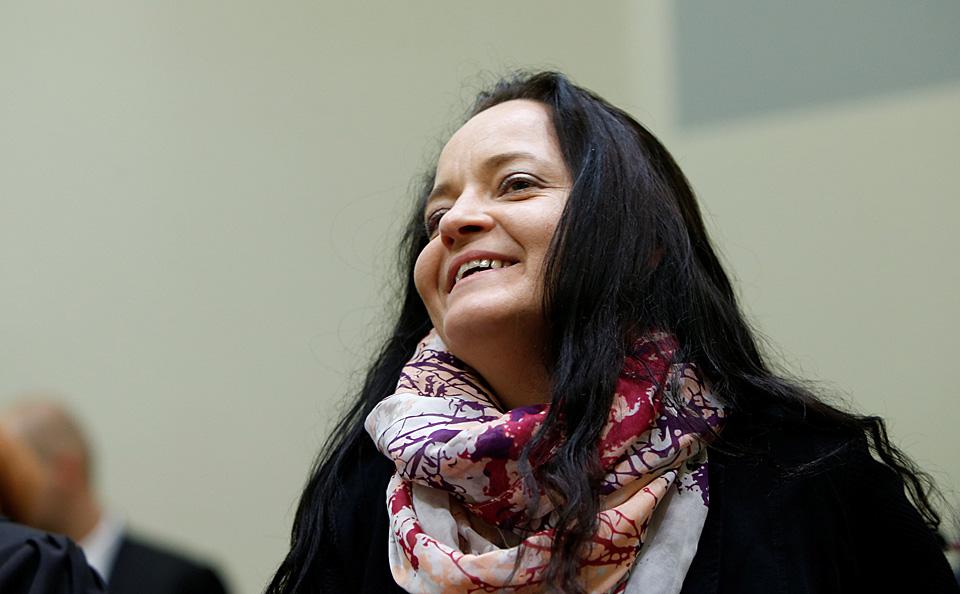 """据台湾联合新闻网7月12日报道,德国战后的最大宗审判——极右翼恐怖组织""""地下国社""""(NSU)的恐怖谋杀——在历时5年的调查与审问后,慕尼黑法院11日裁决,核心成员、被称为""""新纳粹女魔头""""的贝亚特·切佩因10起针对外来移民与德国警察的连续谋杀案、2起炸弹攻击,多起银行抢劫、纵火等罪名成立,判处无期徒刑。然而,犯下多起重大犯罪的""""地下国社"""",逍遥法外十年却能不被德国当局揭发,让舆论纷纷质疑当局失职。"""