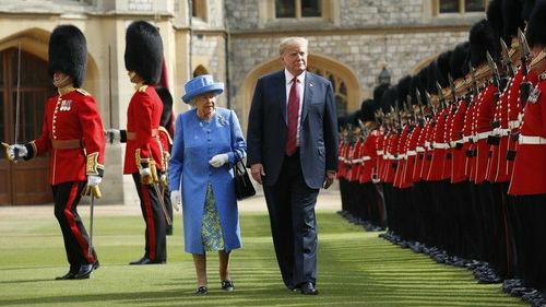 除了挡女王的路 特朗普离开英国前又违背这条王室礼仪
