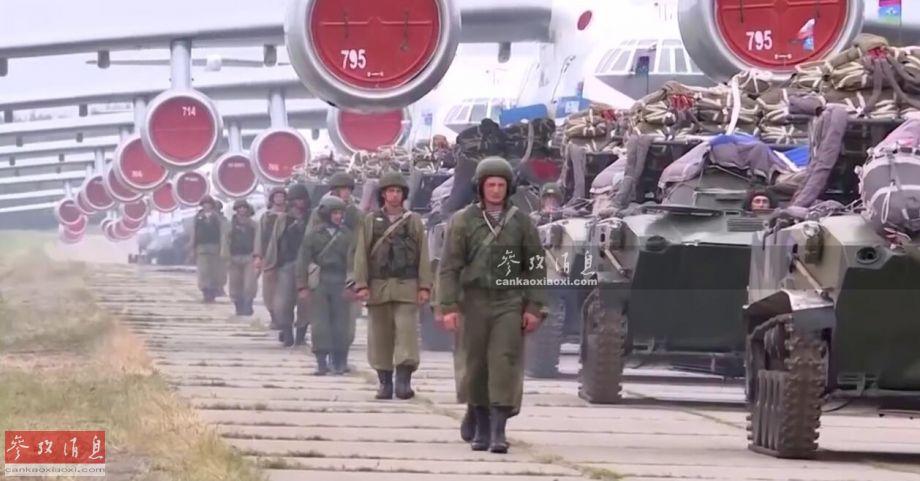 近日,俄罗斯空降军(简称VDV)举行了一次近年来规模空前的空降作战演习,出动了50多架伊尔-76运输机,近千名伞兵及百辆空降战车参演,针对北约军演意味明显。图为已挂装空降伞包的BMD-2空降战车群,正准备依次驶入伊尔-76MD运输机。5