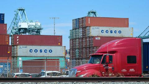 境外媒体称美对华贸易战殃及世界各国:贸易缩水 经济减速