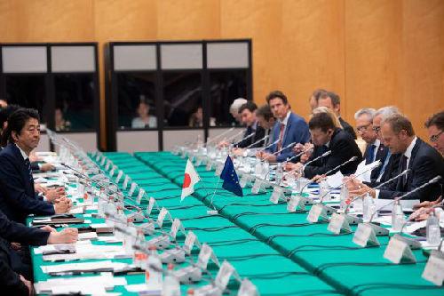 日欧签署经济伙伴关系协定 联手对抗美国贸易保护主义