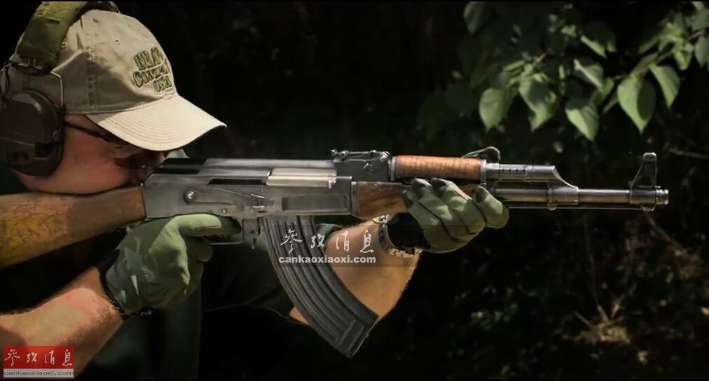 提起AK-47,可谓是闻名遐迩,这种由苏联(俄罗斯)著名枪械大师卡拉什尼科夫研发的突击步枪,是世界上装备数量最多,且影响范围最广的轻武器之一,更是射击题材游戏中必不可少的经典武器之一。5