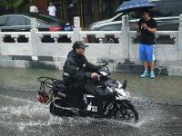 外媒镜头下进入暴雨模式的北京