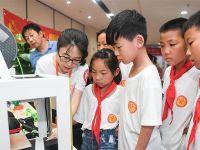 合肥:留守儿童感受科技魅力