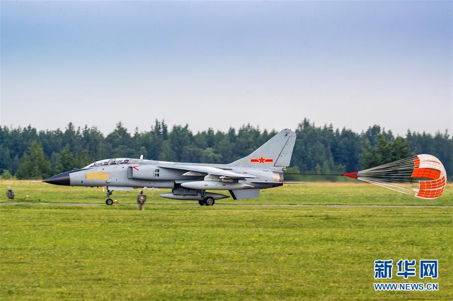 """中国空军参加""""国际军事比赛-2018""""的五型战机和空降兵分队抵达俄罗斯"""