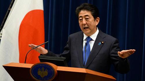日本暴雨打击安倍内阁支持率 安倍抛出修宪问题求连任