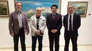 俄媒:中国画家留学俄罗斯美院 完美融合中俄绘画技法