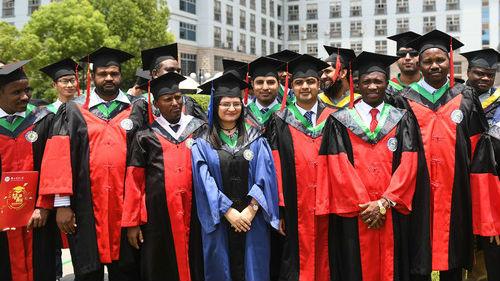 外媒称外国学生日益青睐来华求学:中国教育水平受认可