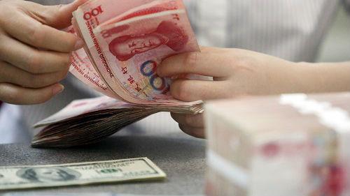 """外媒:人民币汇率继续走低 中方强调无意打""""货币战"""""""