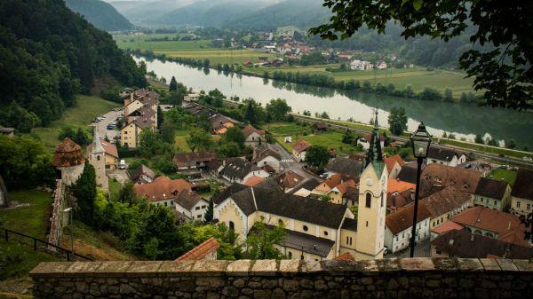 """美媒:美""""第一夫人""""带火斯洛文尼亚家乡小镇 吸引全球游客"""