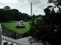 """特朗普办""""美国制造""""展 """"最强飞船""""放白宫"""