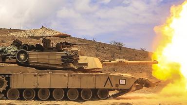 坦克也打伞!既能遮阳降温还防狙击手