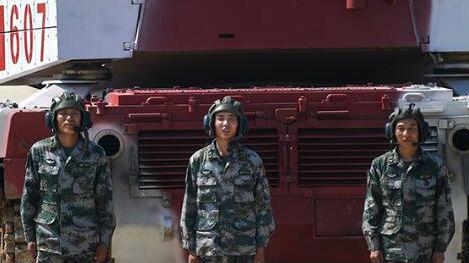 """中国队""""坦克两项""""小组领先 俄借军事比赛""""秀肌肉"""""""