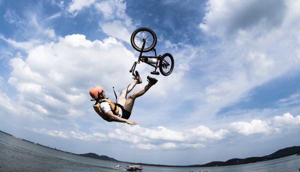 澳门网球类投注平台:骑电动自行车也算锻炼?来听听运动医学研究者的回答