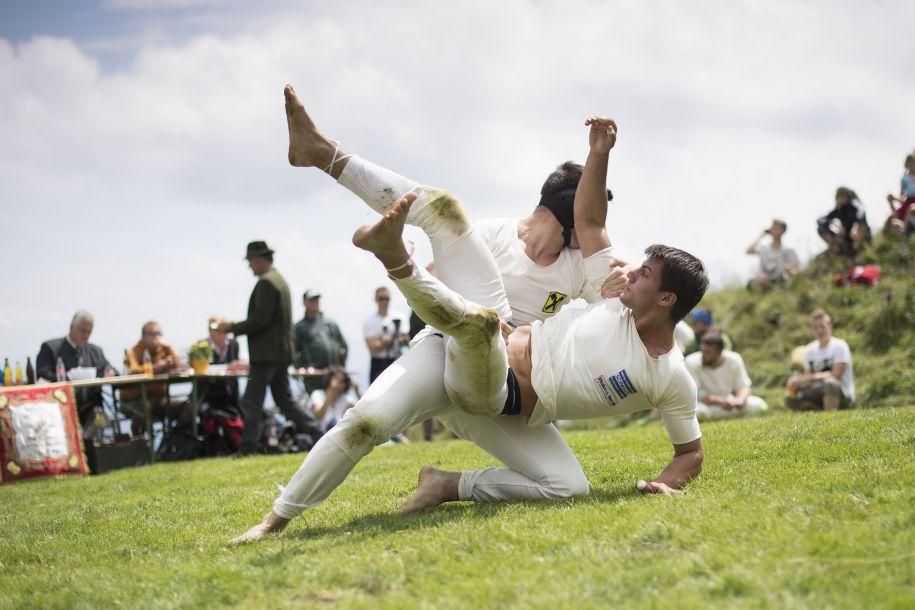 奥地利萨尔茨堡举行传统摔跤比赛