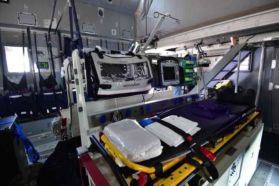 德国展示配备医疗设备的A400M军用运输机