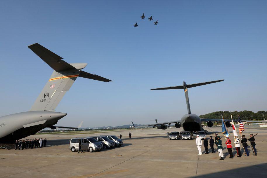 美军遗骸回国仪式在韩国举行