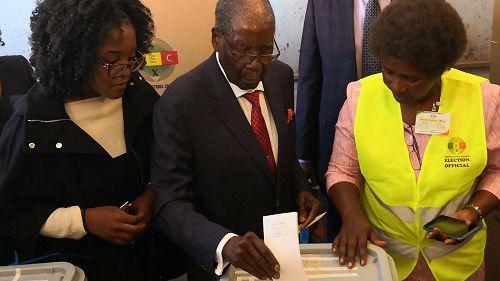 德媒:津巴布韦大选引发抗议 民众与军警冲突已致3人身亡