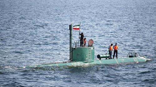 英媒:美伊紧张关系升级 美称伊朗或将举行海湾大军演
