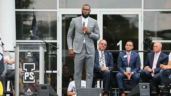 花8亿美元做慈善!不黑不吹,詹姆斯是不是NBA捐款第一人