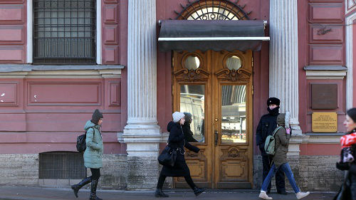 """疑似俄女间谍在美使馆任职超十年 美为""""遮羞""""默默让她走"""