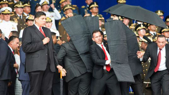委内瑞拉狙击手击落炸弹无人机 总统马杜罗逃过一劫