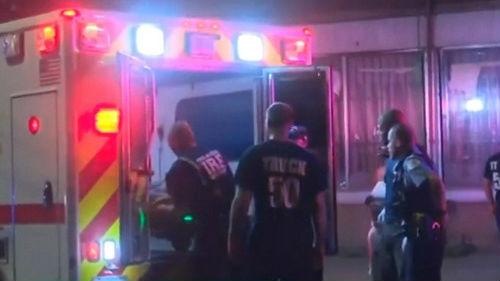 """芝加哥经历""""暴力之夜"""" 14小时内44人遭枪击5人死亡"""