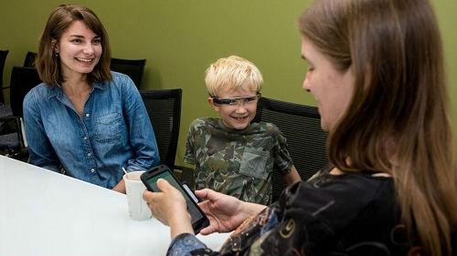 美媒称谷歌眼镜为自闭症儿童带来希望:可帮助他们识别情绪