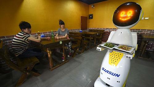 机器人取代人力?外媒:人工智能日益融入中国商业活动