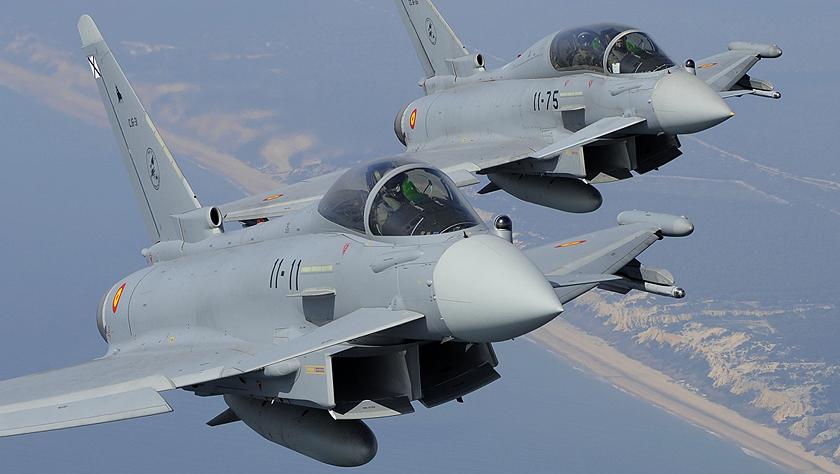"""擦枪走火!北约""""台风""""战机在俄罗斯边境误射导弹"""