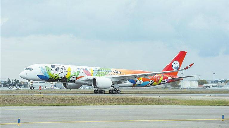 空客向中国交付首批两架A350客机 法媒:深耕中国市场迎新阶段