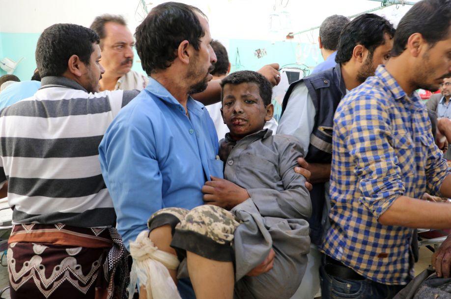 也门大巴遭多国联军空袭 数十无辜儿童殒命