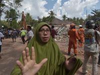 印尼龙目岛发生6.2级地震 民众逃出室外躲避