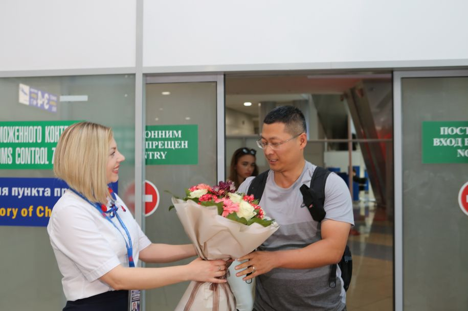 中白互免签证协定生效 首批中国公民免签入境