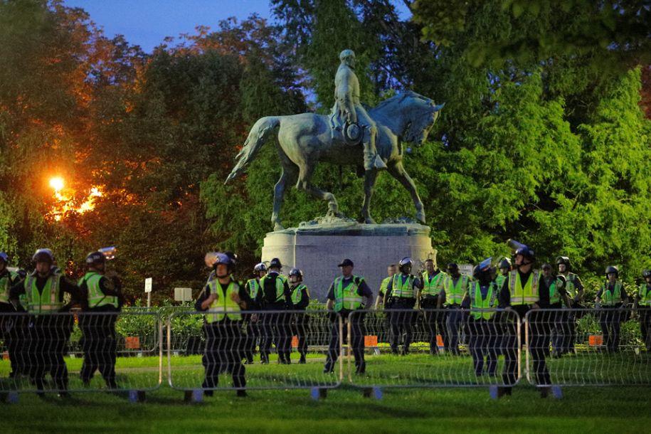 """""""白人至上""""骚乱周年 特朗普谴责种族主义"""