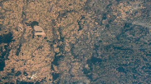 """德媒:高溫干旱令歐洲""""枯黃一片"""" 從太空肉眼可見"""