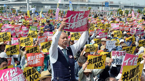 """美媒称安倍修宪""""机会之窗""""正关闭:民众强烈反对军事扩张"""