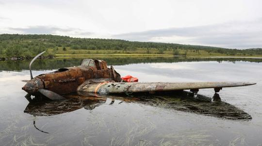 沉睡75年!俄湖中捞出二战伊尔-2攻击机