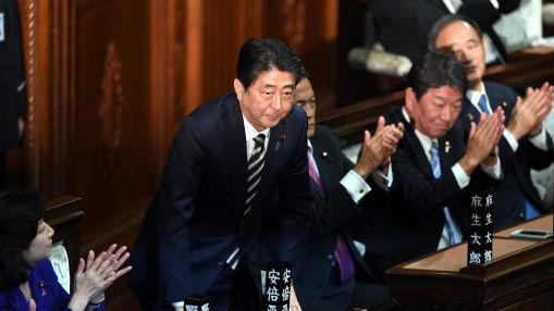 """安倍在日本投降日向靖国神社""""献祭"""" 称""""抱歉不能参拜"""""""